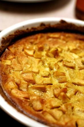 Jablečný koláč naplech